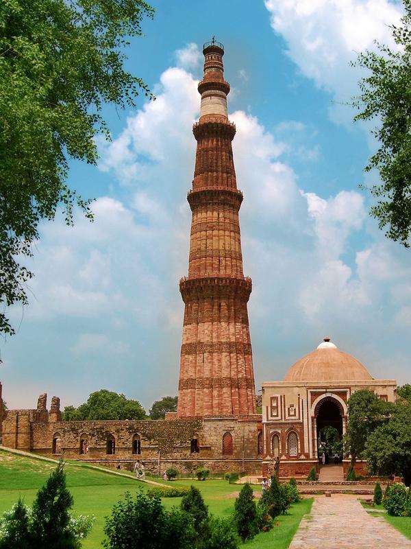 Qutub Minar delhi udaipur tour